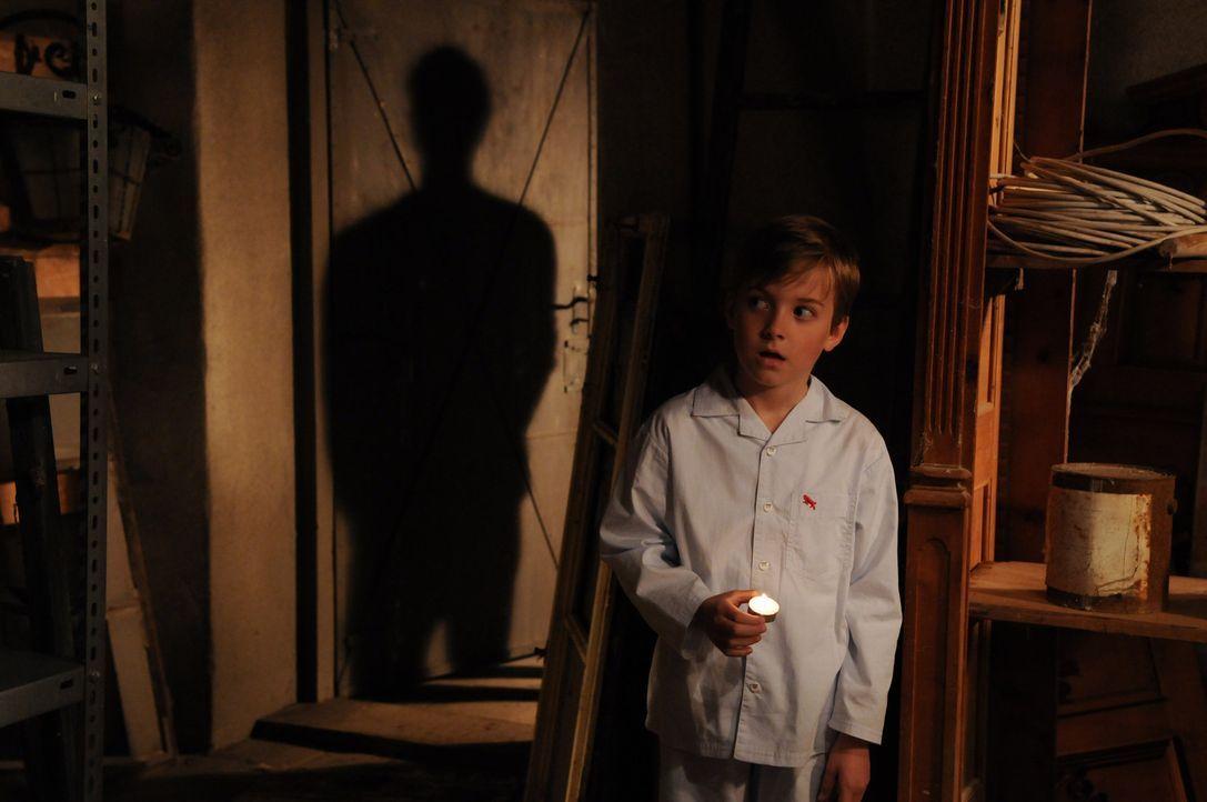 """Auch der kleine Klaus (Maximilian Harnisch) soll auf dem Rachefeldzug des """"Schwarzen Mannes"""" geopfert werden ... - Bildquelle: Oliver Roth ProSieben"""
