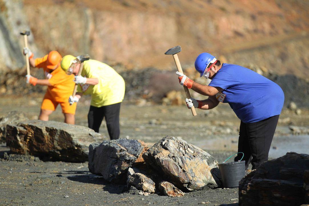 Im Steinbruch wartet auf die Kandidaten eine schweißtreibende Aufgabe ... - Bildquelle: Enrique Cano SAT.1