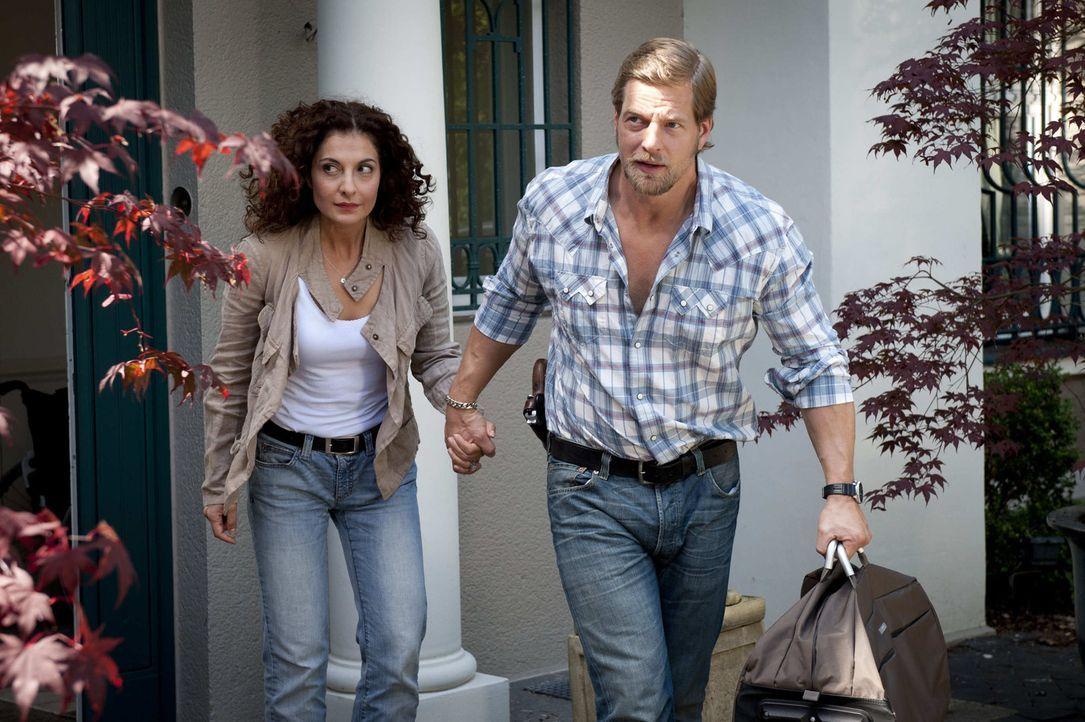 Mick (Henning Baum, r.) holt Tanja (Proschat Madani, l.) zurück ins Leben und aus dem Krankenhaus. Dann allerdings übertreibt er es mit seiner Fü... - Bildquelle: SAT.1