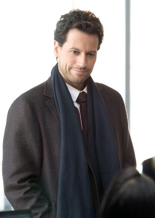Auch Henry (Ioan Gruffudd) kennt das junge Mordopfer bereits schon länger ... - Bildquelle: Warner Brothers