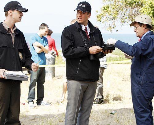 Nachdem Special Agent Lara Macy tot aufgefunden wurde - beginnen für McGee (Sean Murray, l.), DiNozzo (Michael ... - Bildquelle: CBS Television