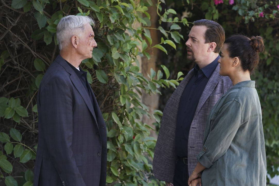 (v.l.n.r.) Leroy Jethro Gibbs (Mark Harmon); Timothy McGee (Sean Murray); Ziva David (Cote de Pablo) - Bildquelle: Michael Yarish 2019 CBS Broadcasting, Inc. All Rights Reserved. / Michael Yarish