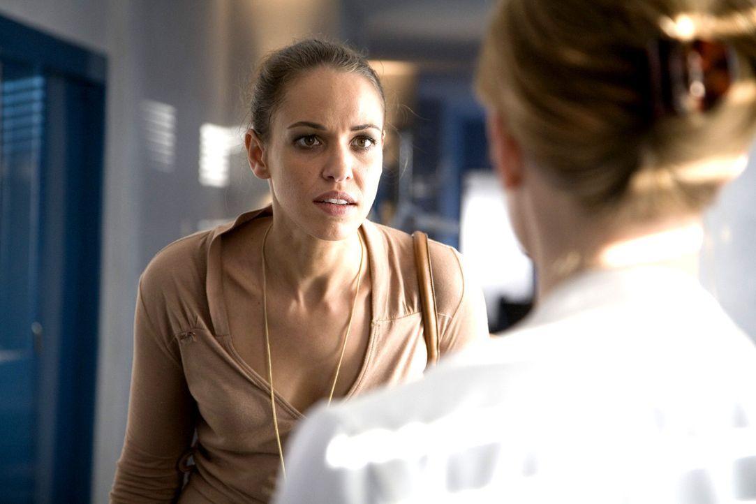 Anna (Nadine Brandt, l.) macht Luisa (Jana Voosen, r.) schwere Vorwürfe. - Bildquelle: Mosch Sat.1