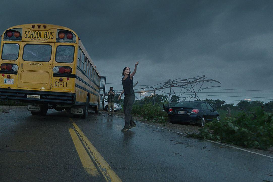 Ganz Silverton wird durch einen unberechenbaren Wirbelsturm lahmgelegt. Doch Tornado-Jägerin Allison (Sarah Wayne Callies) weiß, dass das gerade ers... - Bildquelle: 2014 © Warner Bros.