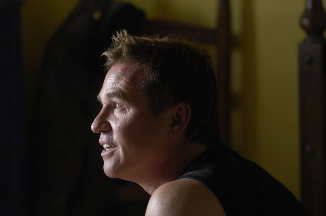 "William ""Spooky"" MacPherson (Val Kilmer) ist ein Irak-Kriegsveteran. Im Irak hat er seinen Freund Miguel kennengelernt, den er nun in Arizona besuch... - Bildquelle: 2008 Worldwide SPE Acquisitions Inc. All Rights Reserved."