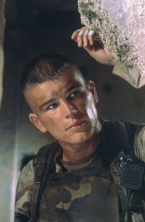 Weil der brutale Mohamed Farrah Aidid sich auch von den UN-Truppen nicht abschrecken lässt, sollen amerikanische Elitesoldaten (Josh Hartnett) hoch... - Bildquelle: Columbia Pictures