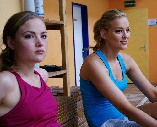 Begeistert schauen Sonja und Verena zu, ... - Bildquelle: Danilo Brandt - Sat.1