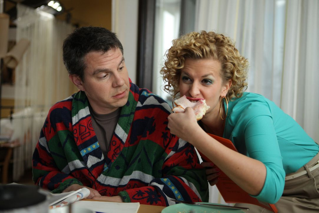 Sind nicht immer einer Meinung: Rike (Theresa Underberg, r.) und Klaus (Daniel Keberle, l.) ... - Bildquelle: Petro Domenigg SAT.1