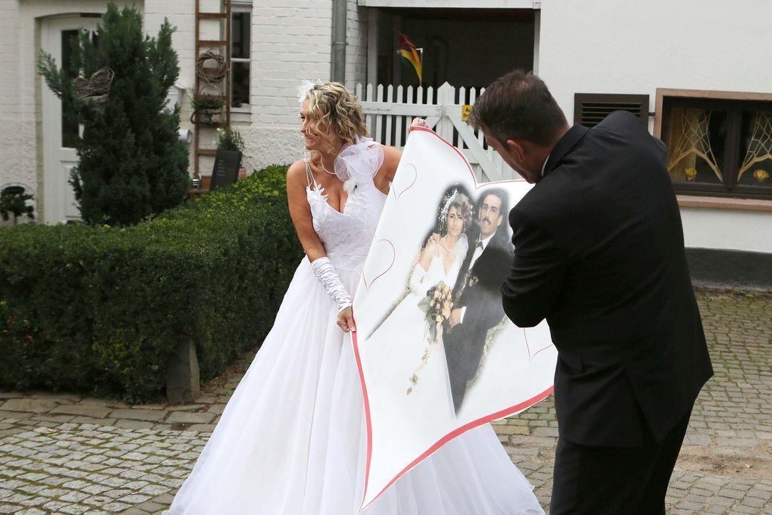 Wird es Albert Döres (r.) gelingen, denselben Festsaal, dieselben Gäste und dasselbe Brautkleid für seine Frau Veronika (l.) zu organisieren, wie be... - Bildquelle: SAT.1