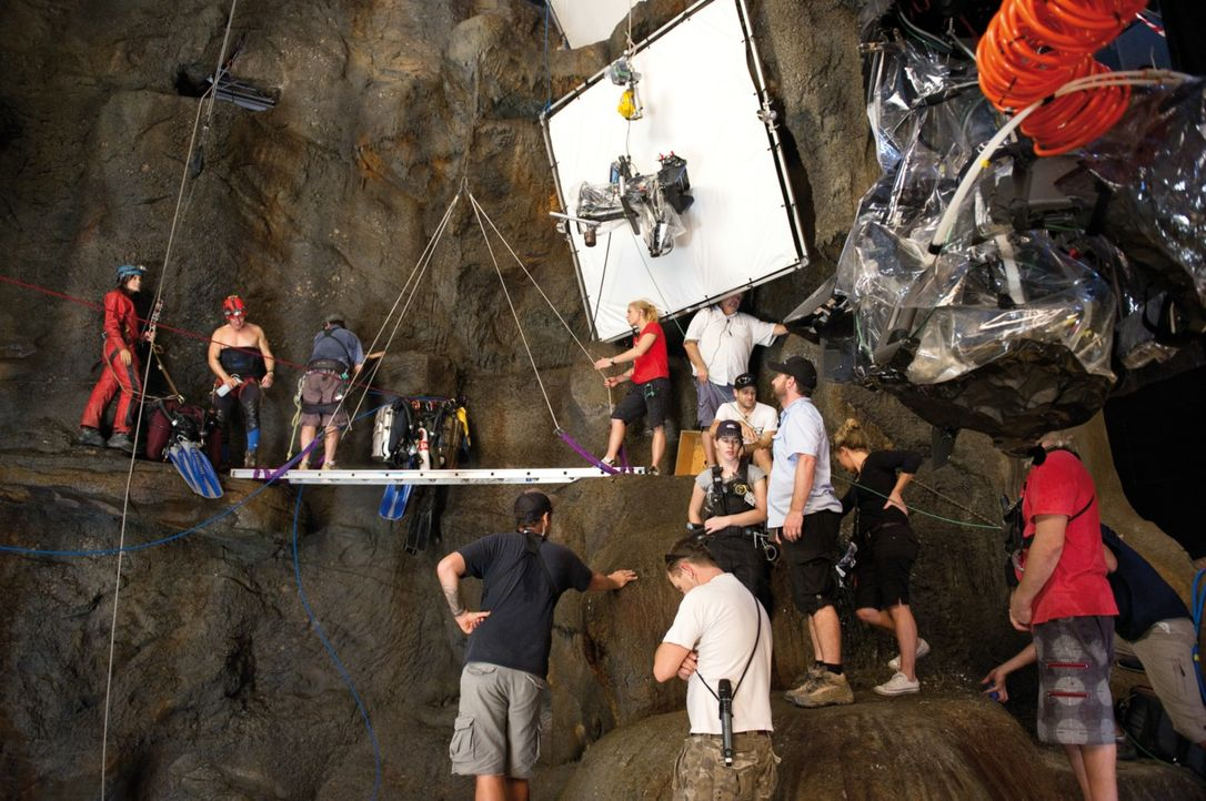 Gefährliche Dreharbeiten ... - Bildquelle: 2011 Constantin Film Verleih GmbH.