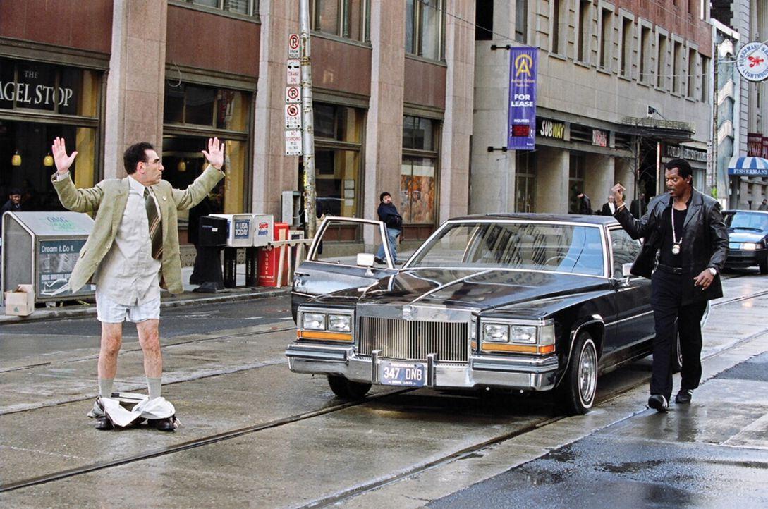 Nicht einmal der Mord an seinem Partner bringt Cop Derrick Vann (Samuel L. Jackson, r.) davon ab, Jagd auf einen Waffenhändler zu machen. Er arrang... - Bildquelle: 2005 Warner Brothers