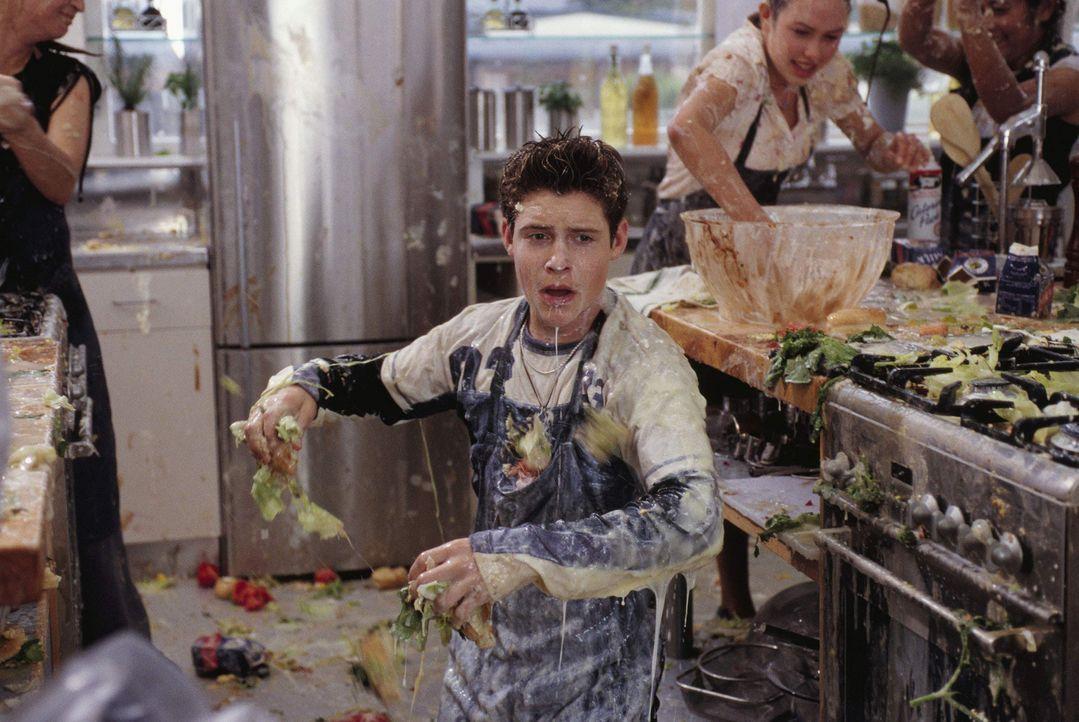 Früh übt sich, wer ein 5-Sterne-Koch werden will: Eddie (Taylor Ball, M.) ... - Bildquelle: The Disney Channel