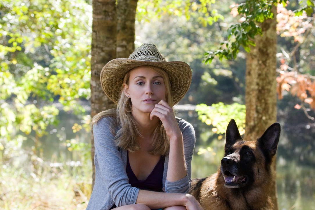Beth Clayton (Taylor Schilling) - Bildquelle: Warner Bros.