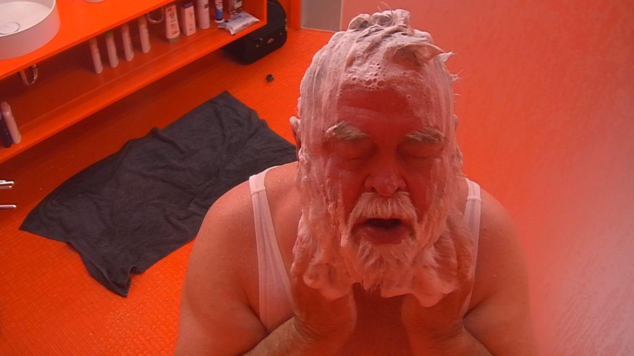 Tag6_Herzilein duscht