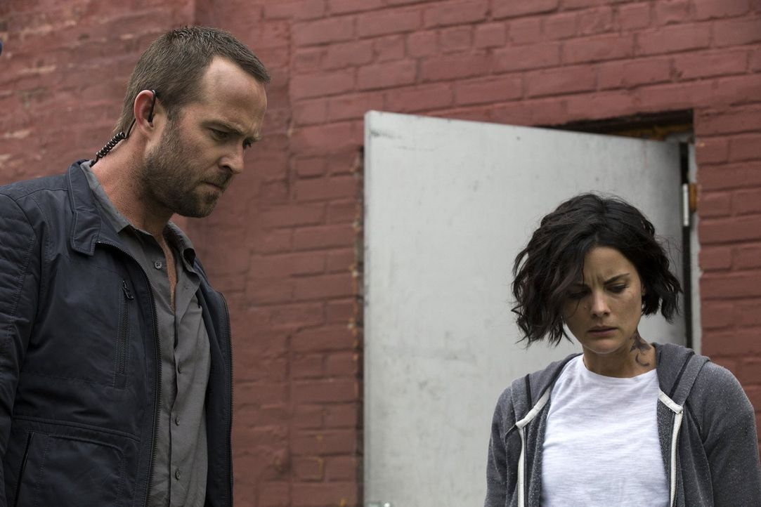 Jagen einen gefährlichen Gangster: Jane (Jaimie Alexander, r.) und Weller (Sullivan Stapleton, l.) ... - Bildquelle: Warner Brothers
