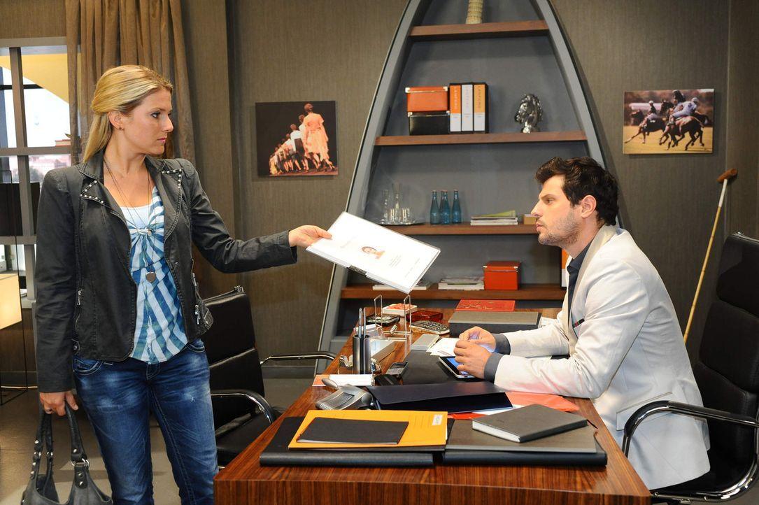 Nina hat keine andere Wahl und nimmt Annas Angebot an, bei Lanford zu arbeiten. Luca (Manuel Cortez, r.) fällt aus allen Wolken, als Anna (Jeanette... - Bildquelle: SAT.1