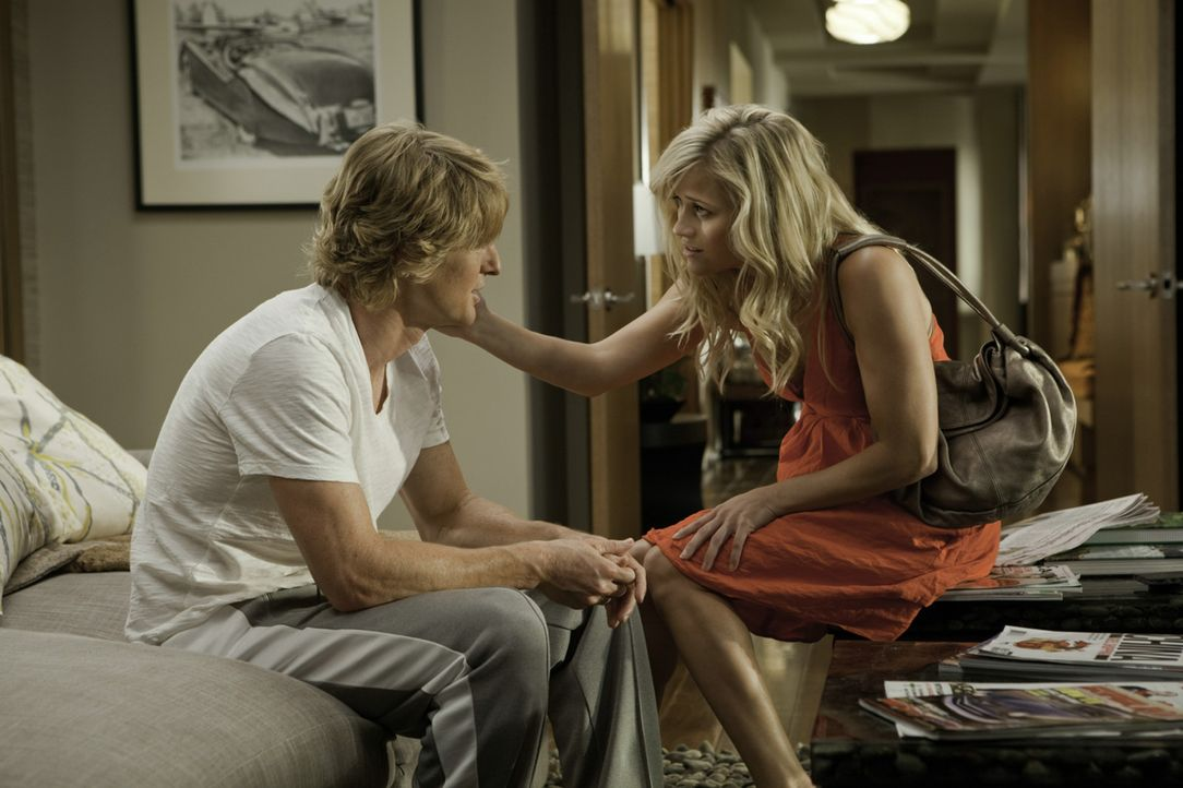 Woher weißt du, dass es Liebe ist? Lisa Jorgenson (Reese Witherspoon, r.) zwischen einem Baseballstar (Owen Wilson, l.) und einem gescheiterten Ges... - Bildquelle: 2010 Columbia Pictures Industries, Inc. All Rights Reserved.