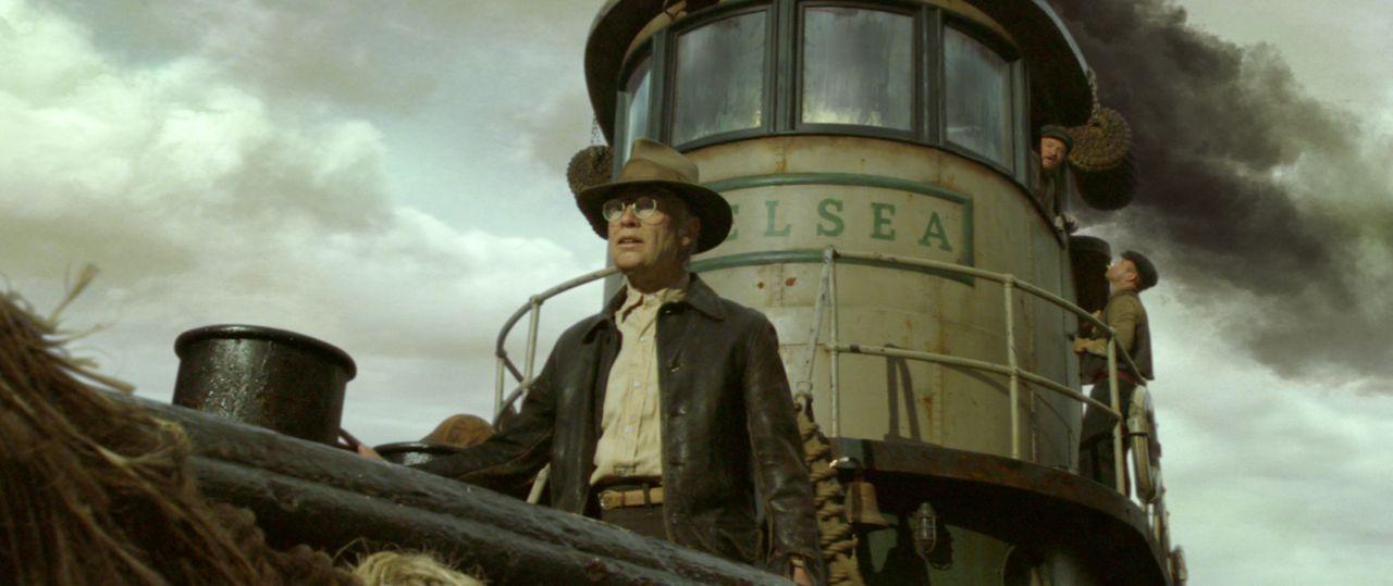 Im Alter von 17 Jahren verlässt Benjamin Button (Brad Pitt) das Altersheim und fährt zur See. Nach dem Ende des Zweiten Weltkrieges kehrt er nach... - Bildquelle: Warner Brothers