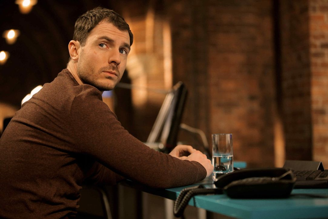 Ganz besonders schwer hat Tommy (Richard Flood) mit dem Verlust zu kämpfen.  - Bildquelle: 2013 Tandem Productions GmbH, TF1 Production SAS. All rights reserved