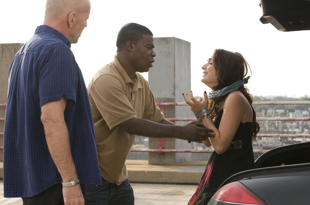 Eigentlich sollten die suspendierten Polizisten Jimmy (Bruce Willies, l.) und Paul (Tracy Morgan, M.) ein gestohlenes Auto an einen Gangsterboss übe... - Bildquelle: 2010 Warner Bros.