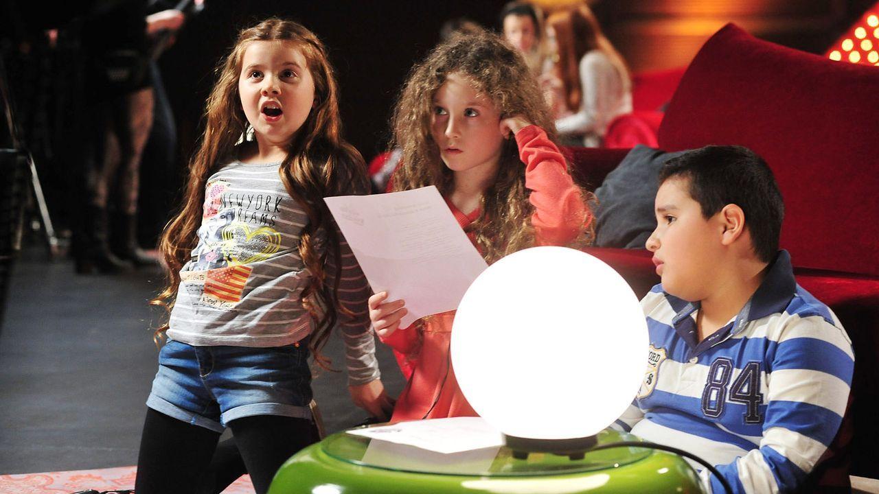 The-Voice-Kids-Stf02-Epi05-Salvatore-Larissa-EmmieLee-15-SAT1-Andre-Kowalski - Bildquelle: SAT.1/Andre Kowalski