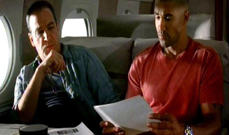 Das Profiler-Team um Jason Gideon (Mandy Patinkin, l.) und Special Agent Derek Morgan (Shemar Moore, r.) fliegt für weitere Ermittlungen nach Los A... - Bildquelle: Touchstone Television