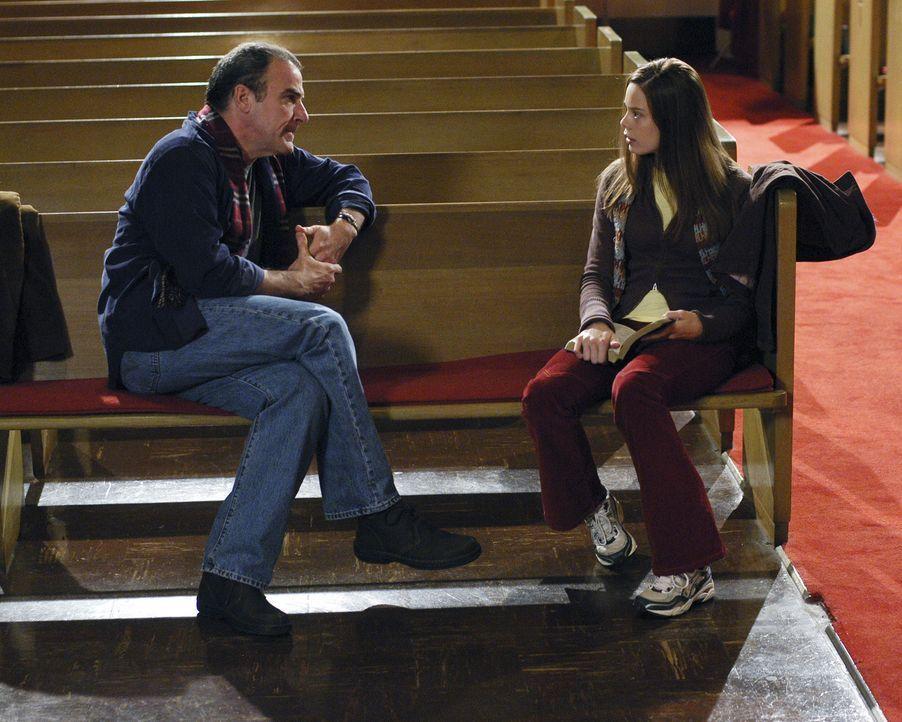 Jason Gideon (Mandy Patinkin, l.) erhofft sich von Brandy (Shanna Collins, r.) Informationen über Cherish und Adam zu bekommen ... - Bildquelle: Touchstone Television