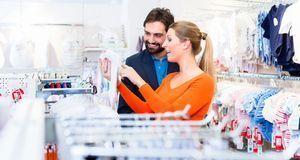 Lassen Sie sich beim Kleidungskauf nicht zu sehr von dem großen Angebot verfü...