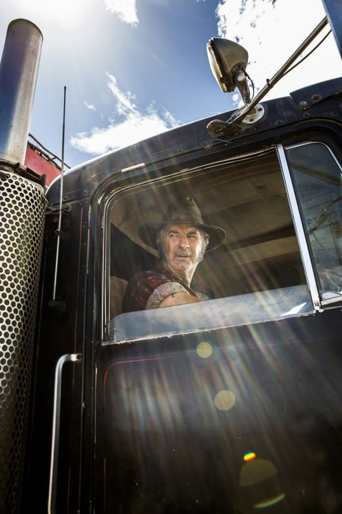 Immer wieder durchforstet Serienkiller Mick Taylor (John Jarratt) mit seinem Sattelschlepper das australische Outback rund um den Wolf Creek Nationa... - Bildquelle: Mark Rogers 2013