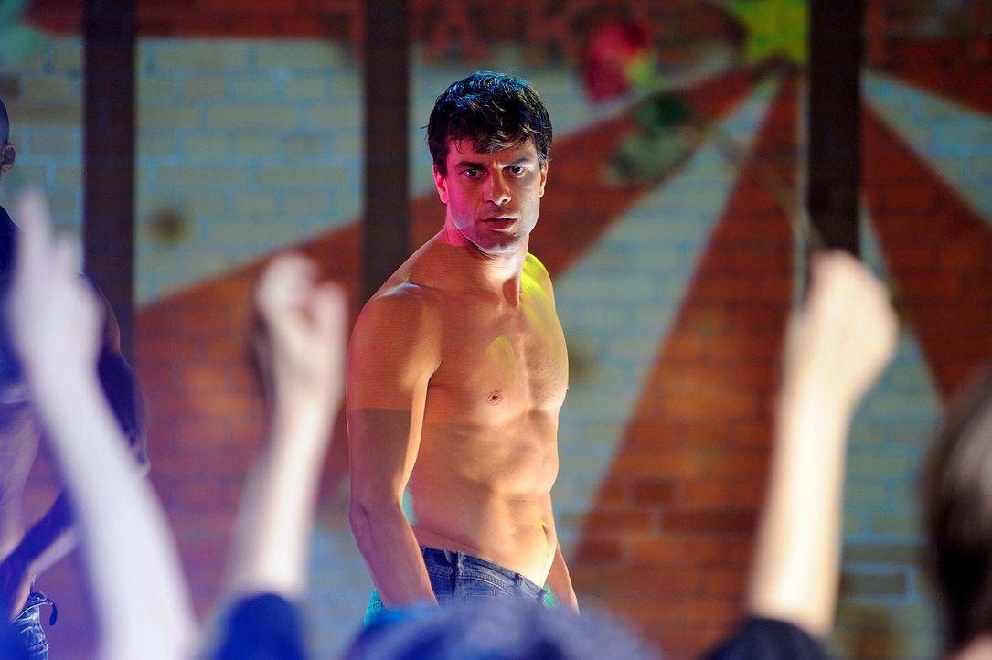 Stripper Leon (Kai Schumann) begeistert seine Fans. - Bildquelle: Hardy Spitz Sat.1