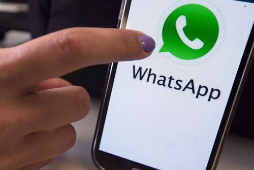 Über eine Milliarde Menschen nutzen monatlich den Messenger Dienst WhatsApp ...