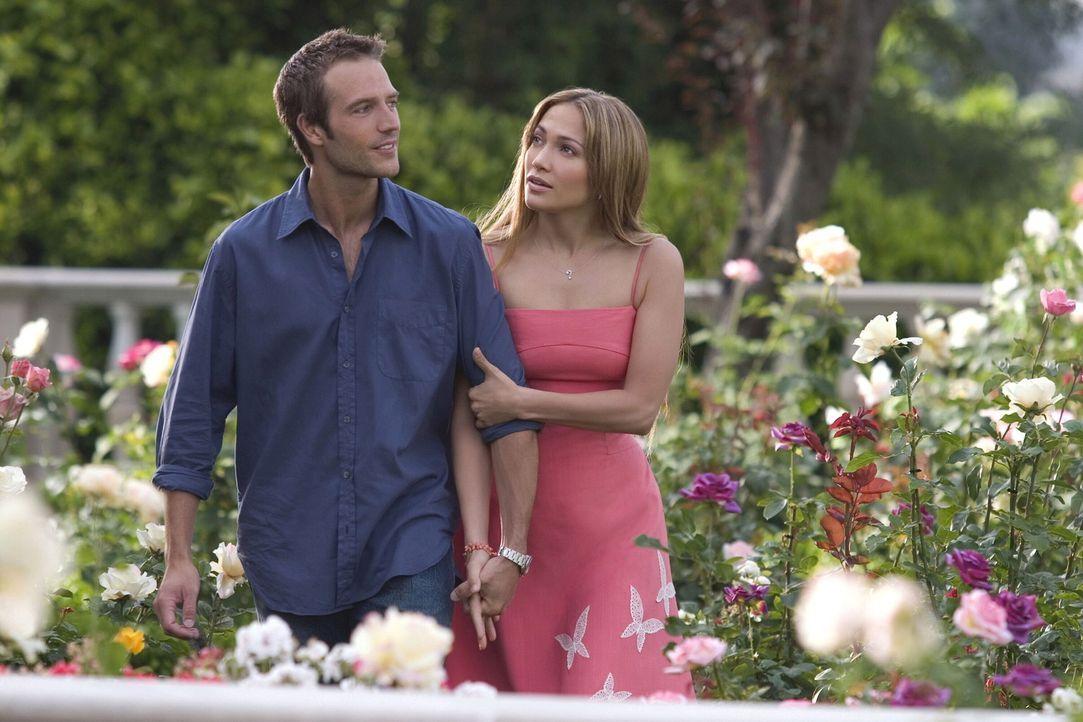 Die Freundschaft mit ihren Nachbarn reicht ihr als Familie - die feste Beziehung zu einem Mann würde Charlie (Jennifer Lopez, r.) nur einengen. Doc... - Bildquelle: Warner Bros. Pictures