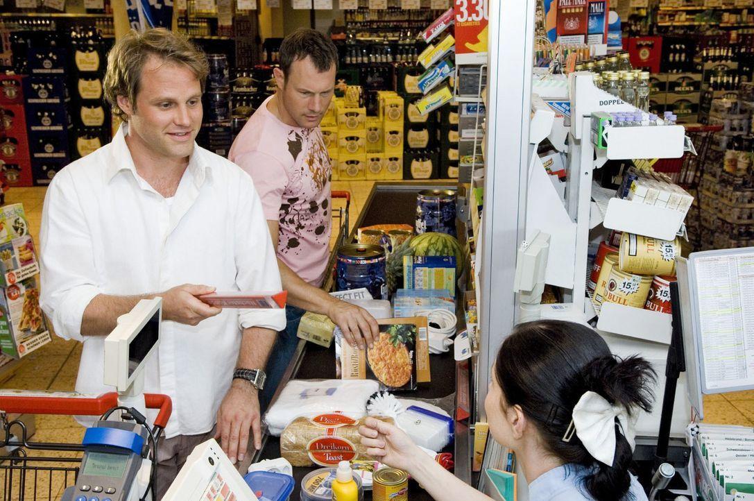 Es hat sich sicher schon jeder einmal gefragt, wie die Dinger an der Supermarkt-Kasse heißen, mit denen man seine Waren von denen der anderen Kunde... - Bildquelle: Sat.1