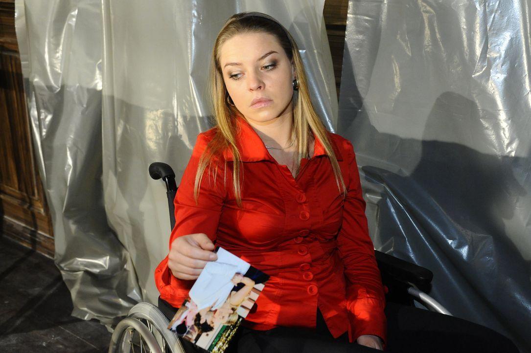 Katja (Karolina Lodyga) gibt insgeheim Anna die Schuld für ihren vermeintlich geplanten Selbstmord und will sich deshalb an ihr rächen ... - Bildquelle: SAT.1