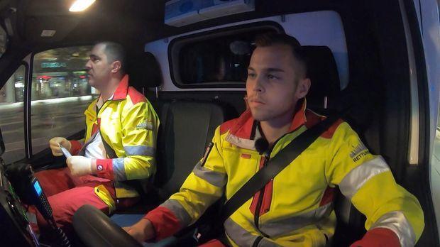 112 Notruf Deutschland - 112 Notruf Deutschland - Brenzlige Situationen: Das Team Der Feuerwache Im Einsatz