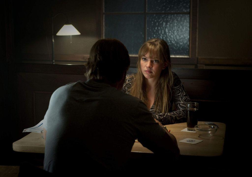 Gibt Isabelle (Luise Risch, r.), wie Meisner, Mick (Henning Baum, l.) die Schuld daran, dass die Hochzeit gescheitert ist? - Bildquelle: SAT.1