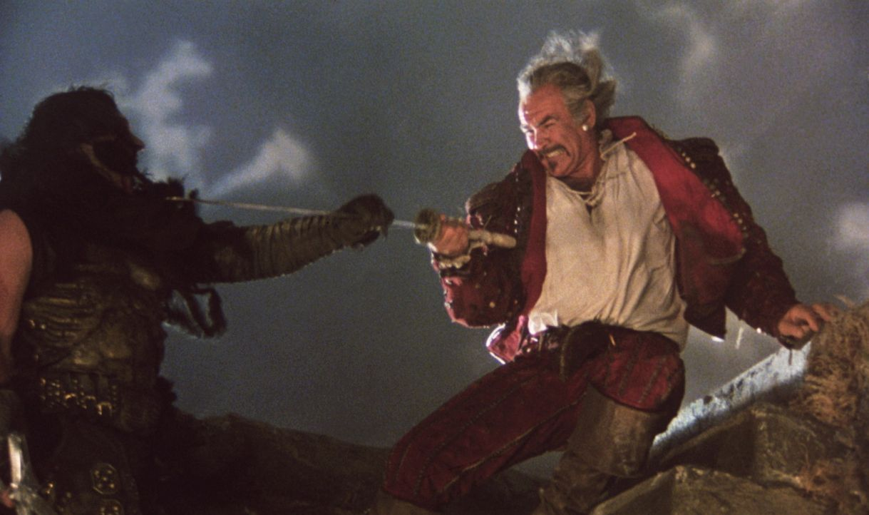 Zwischen Ramirez (Sean Connery, r.) und Kurgan (Clancy Brown, l.) kommt es in den schottischen Highlands zum Kampf auf Leben und Tod. Doch der erfah... - Bildquelle: 20th Century Fox Film Corporation