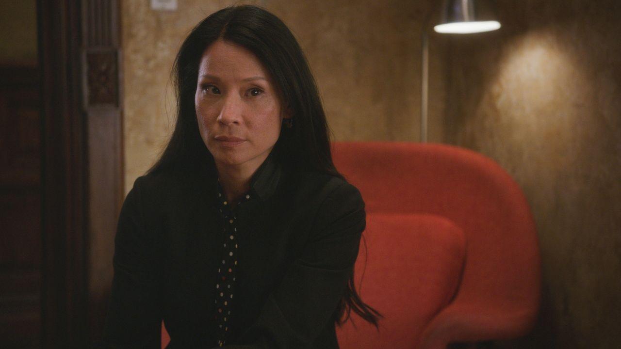 Unterstützt Sherlock, wo sie nur kann: Dr. Joan Watson (Lucy Liu) ... - Bildquelle: 2018 CBS Broadcasting, Inc. All Rights Reserved.