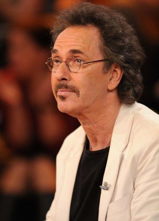 Hin und wieder treibt ihn das Rateteam in den Wahnsinn: Moderator Hugo Egon Balder - Bildquelle: Sat.1