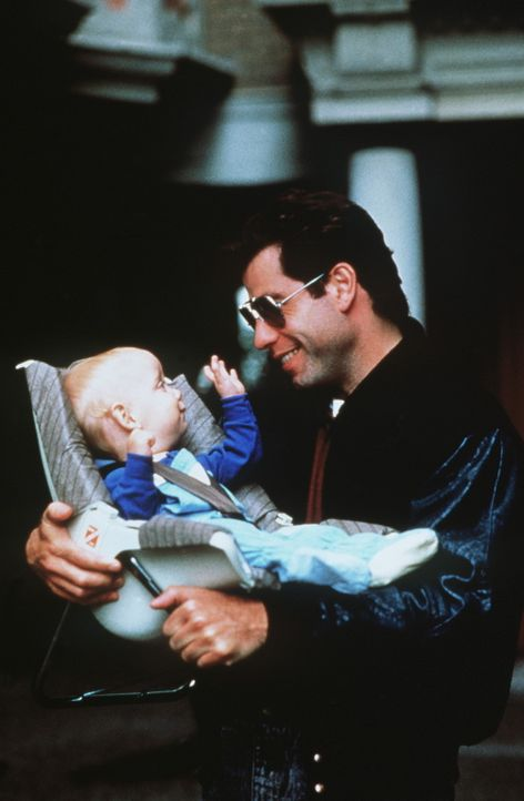 Mikey (Jacob Hainews, l.) und James (John Travolta, r.) sind sich einig: James soll Mollie heiraten. - Bildquelle: TriStar Pictures