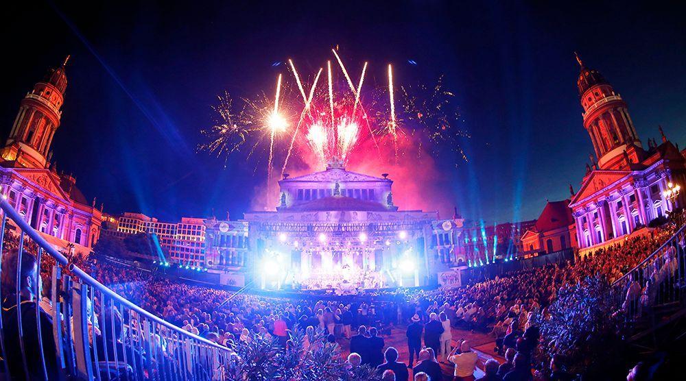 Feuerwerk am Gendarmenmarkt - Bildquelle: DAVIDS