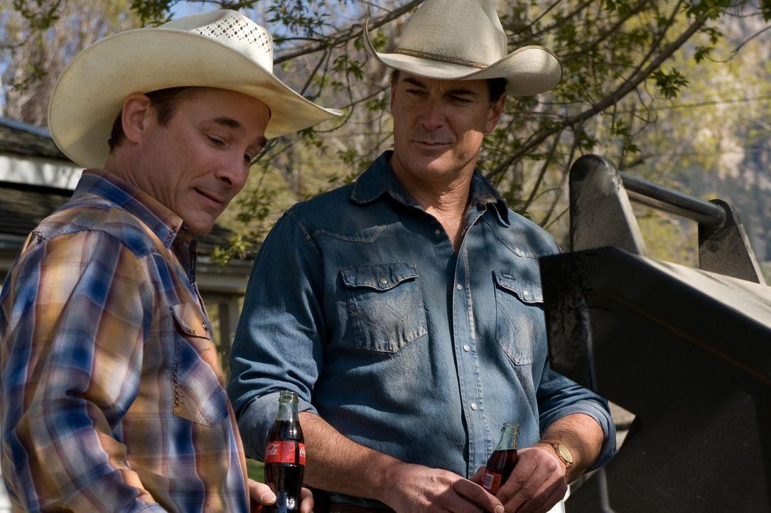 Versuchen Carrie zu helfen, ihr neues Leben in Wyoming in Griff zu bekommen. Doch wird es ihnen gelingen? Hank (Patrick Warburton, r.) und Toby (Cli... - Bildquelle: 20Century Fox