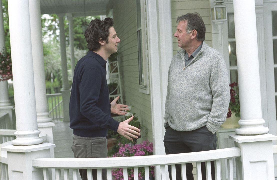 Michael (Zach Braff, l.) weiß, dass er Scheiße gebaut hat und hofft nun, über Jennas Vater Steven (Tom  Wilkinson, r.) wieder Zugang zu seiner sc... - Bildquelle: DreamWorks Pictures