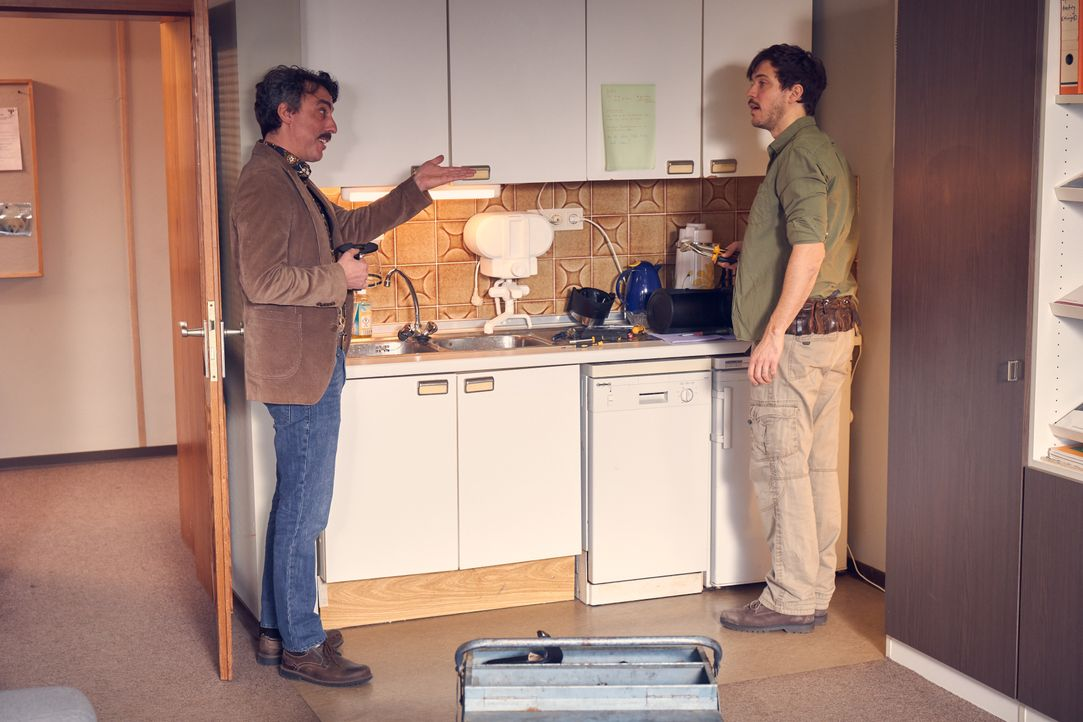 Anton (Alexander Schubert, l.); Volker (Tobias van Dieken, r.) - Bildquelle: Frank Dicks SAT.1 / Frank Dicks