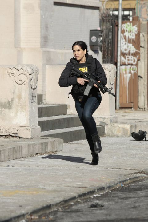 Jagt einen skrupellosen Gangster, der es auf Jane abgesehen hat: Zapata (Audrey Esparza) ... - Bildquelle: Warner Brothers