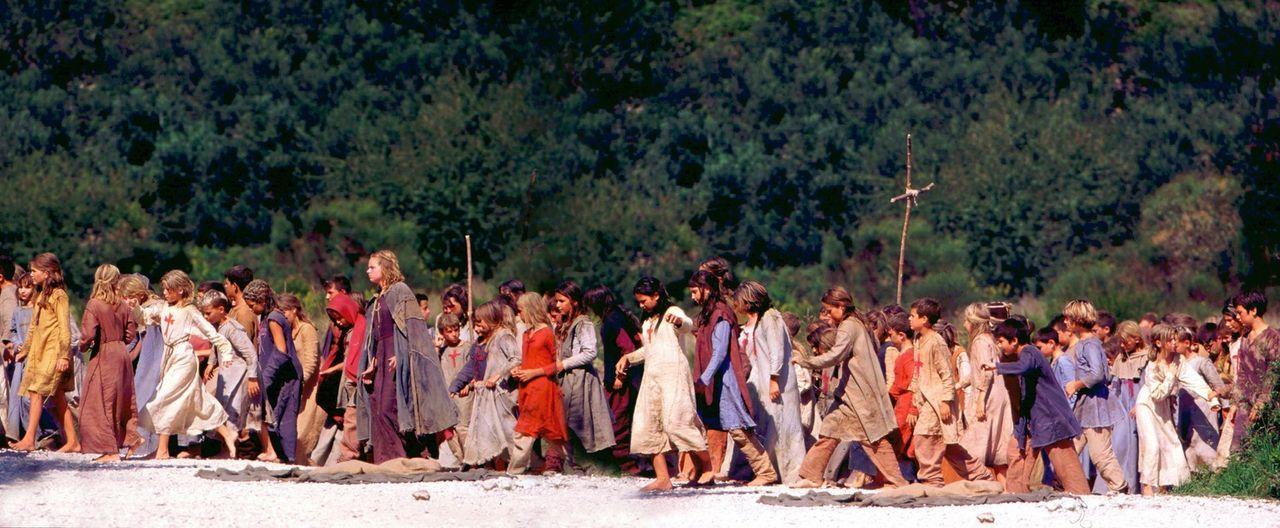 """Im Jahr 1212 nach Christus: 8.000 Kinder sind auf dem Weg von Köln über die Alpen nach Jerusalem, um die heilige Stadt von den """"Ungläubigen"""" zu b... - Bildquelle: MFA+Filmdistribution"""
