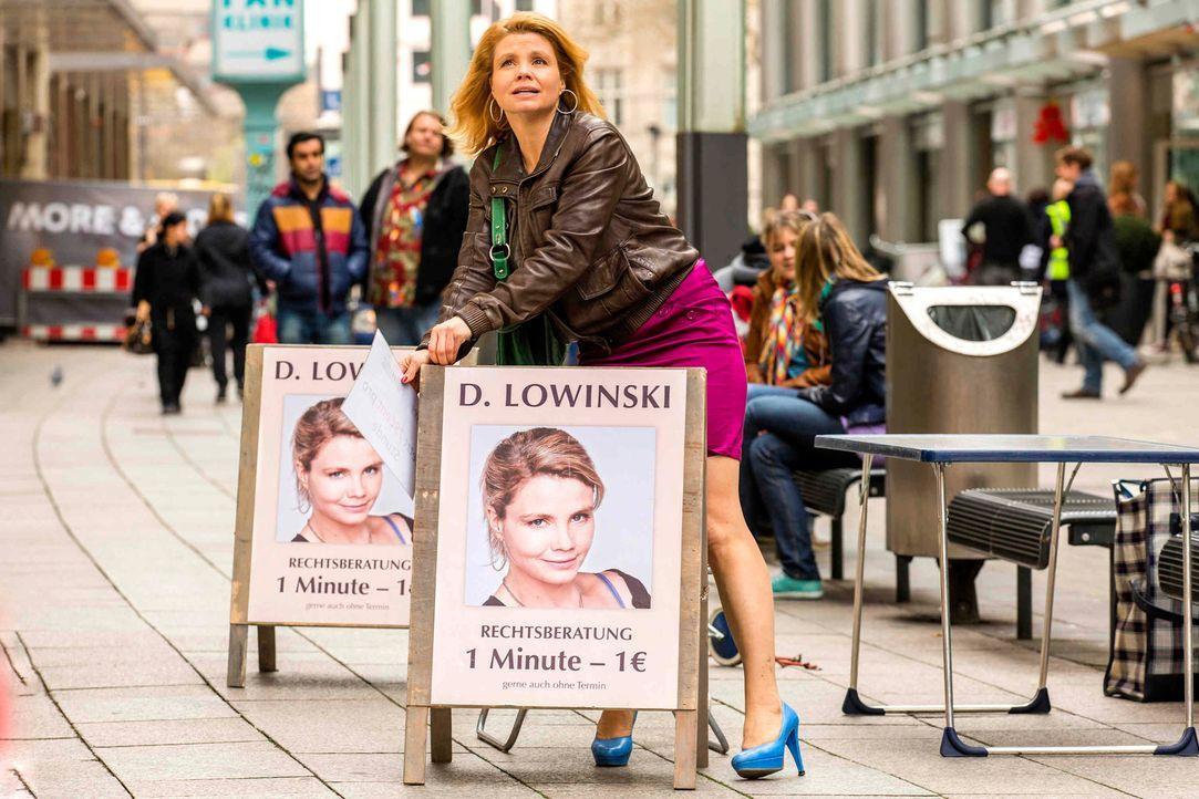 Ein neues Leben auf der Straße beginnt: Danni Lowinski (Annette Frier) ... - Bildquelle: Frank Dicks SAT.1