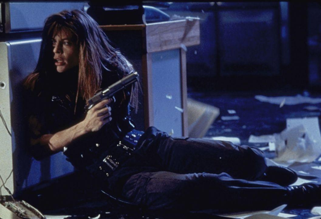 Sarah Conner (Linda Hamilton) ist auf der Flucht vor einer besonders gefährlichen Killermaschine. - Bildquelle: Columbia TriStar Films