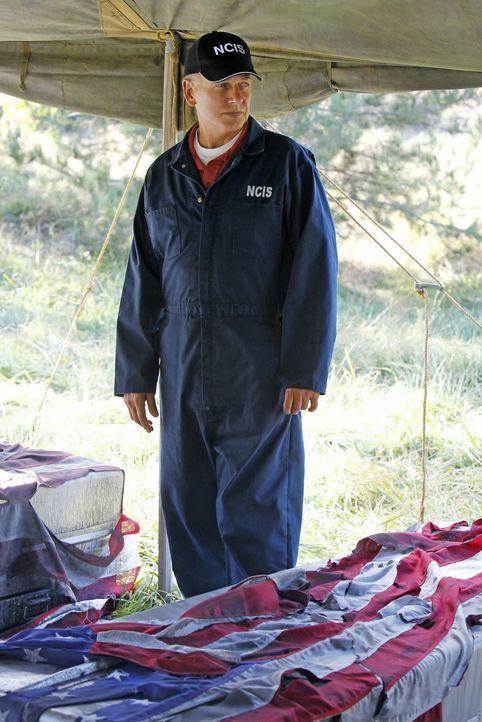 Ein neuer Fall versetzt Gibbs (Mark Harmon) in seine Vergangenheit zurück ... - Bildquelle: CBS Television