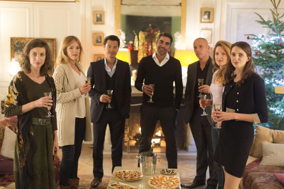 Tochter Ségolène (Emilie Caen, l.) ist mit dem Chinesen Chao (Frédéric Chau, 3.v.l.) verheiratet, Odile (Julia Piaton, 2.v.r.) mit dem Juden David (... - Bildquelle: 2014 - Neue Visionen Filmverleih GmbH
